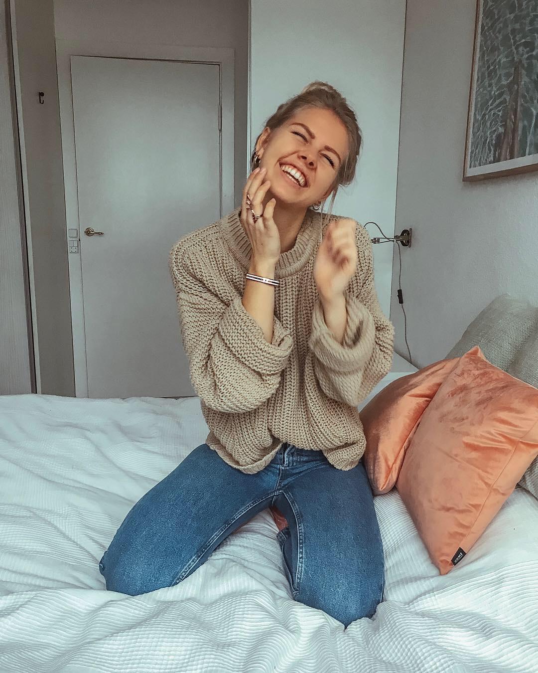 Billede af en kvinde, der er glad.