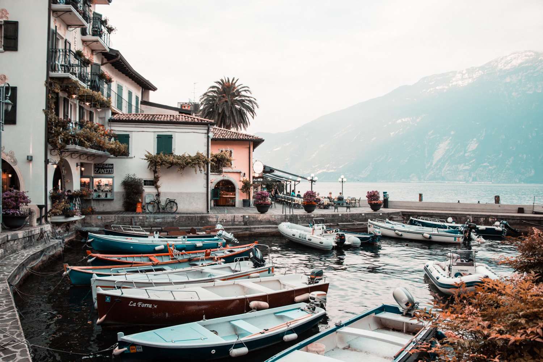 Billede af Gardasøen i den italienske region Lombardiet.