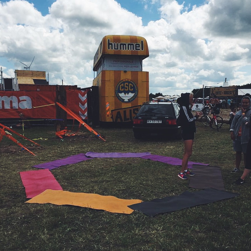 Yoga, roskilde, festival, recover, recharge, balance, energy, roskilde festival, adidas, warm-up, stretch, street city, fun in the sun, simply fit