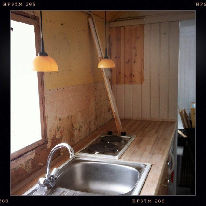 koekken-renovering-med-slebet-bord