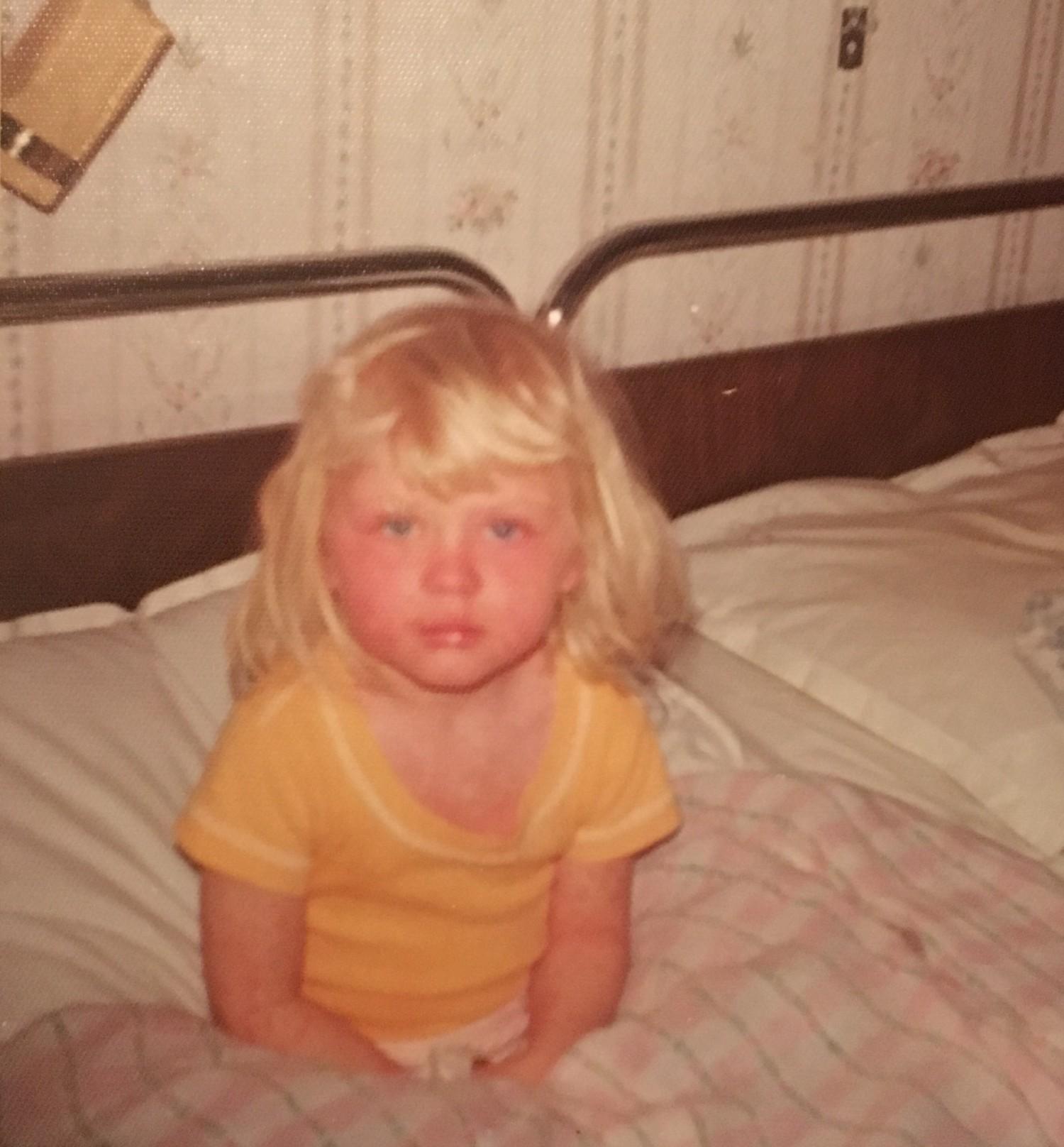 Der findes ingen billeder, fra da jeg havde Menigitis. Men her er et fra da jeg havde tjah en eller anden børnesygdom. Gud hvor er jeg kær' ha ha