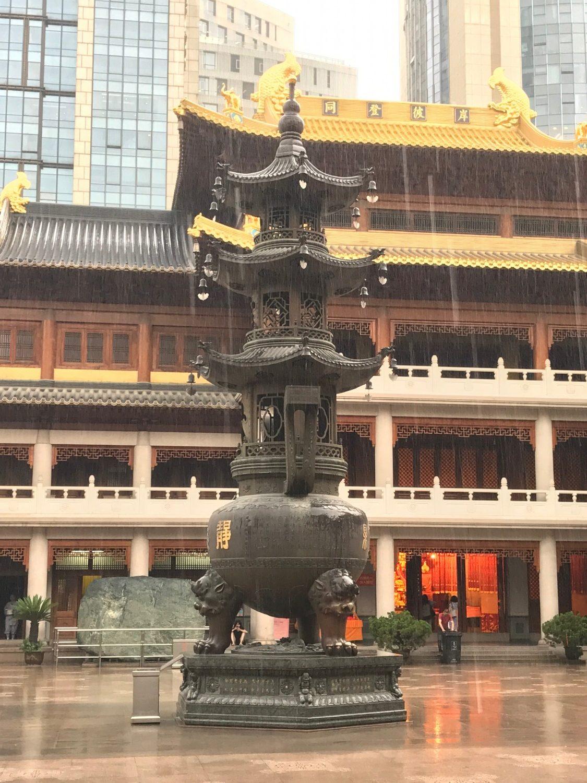 Pladsen i midten af templet