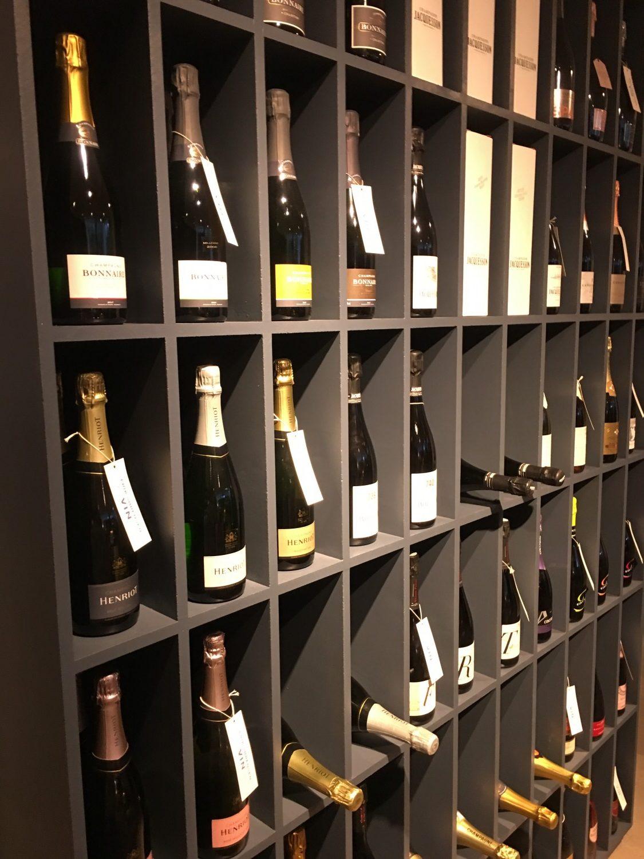 Erik Sørensen Vin genåbnede flagskibsbutikken i Hellerup i september. I den anledning tog jeg, madsvin.com og rigeligtsmør.dk forbi til reception!