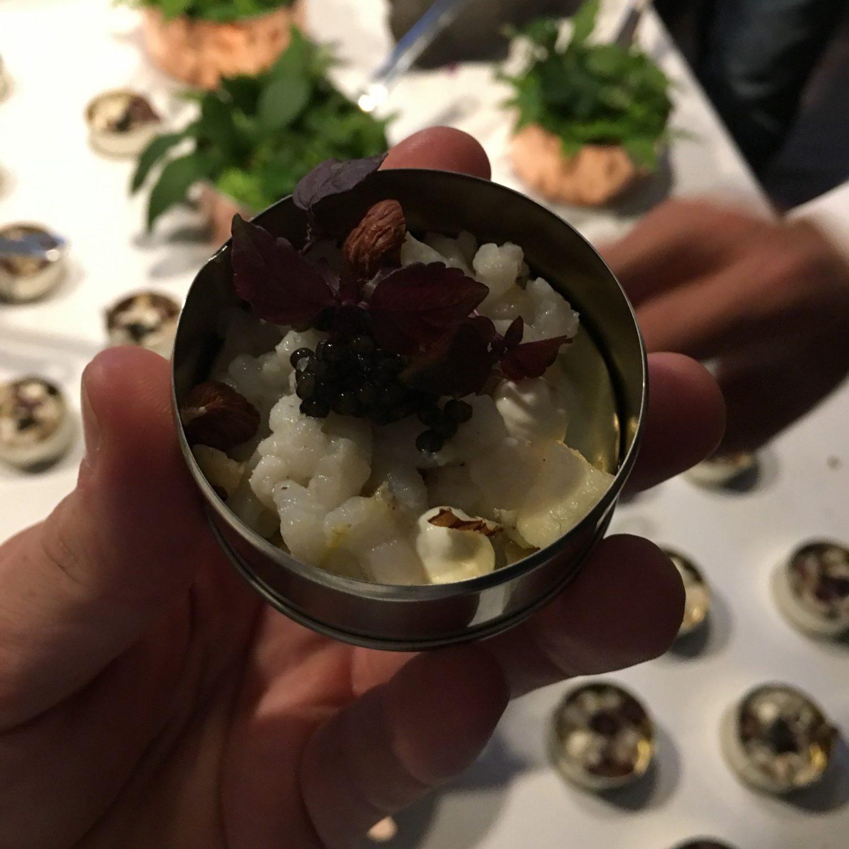 Maden, i form af en byge af snacks, stod Mads Cortsen (www.cortsendining.dk) for. Virkelig lækkert!
