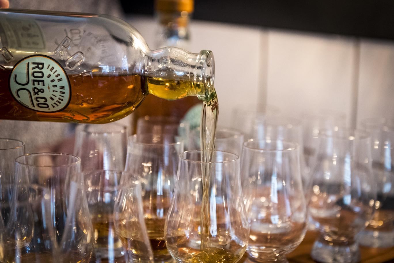 Roe & Co. har rigelig dybde og nuancer til at kunne drikkes alene