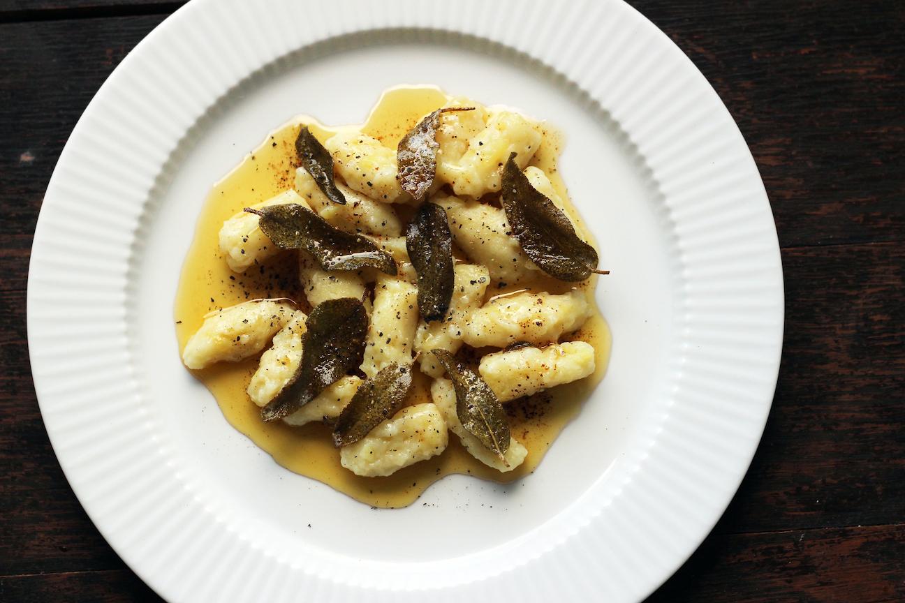 Gnocchi med brunet smør og salvie