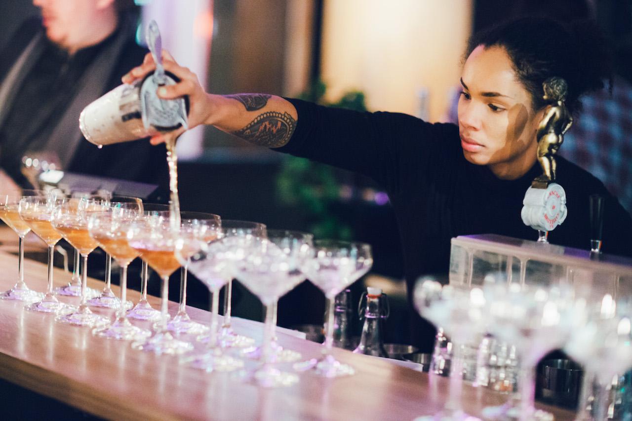 De forskellige cocktailmatches sad lige i skabet
