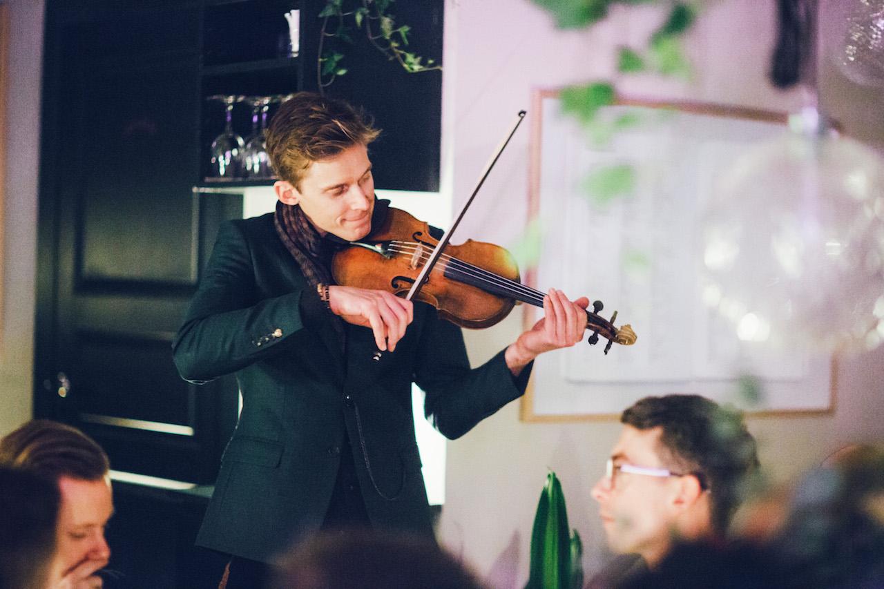 Andreas Bernitt med sin enestående violin fra 1796.