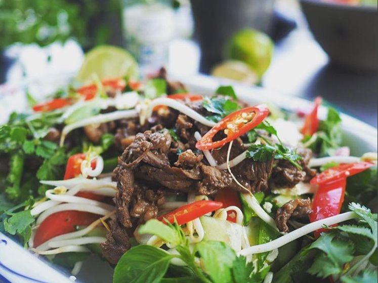 Enkelt, sprødt og sundt. Min Thai beef salad.