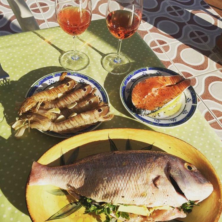 Fisk indkøbt i Andalucien. Her har hvert eneste supermarked med respekt for sig selv en stor fiskeafdeling.
