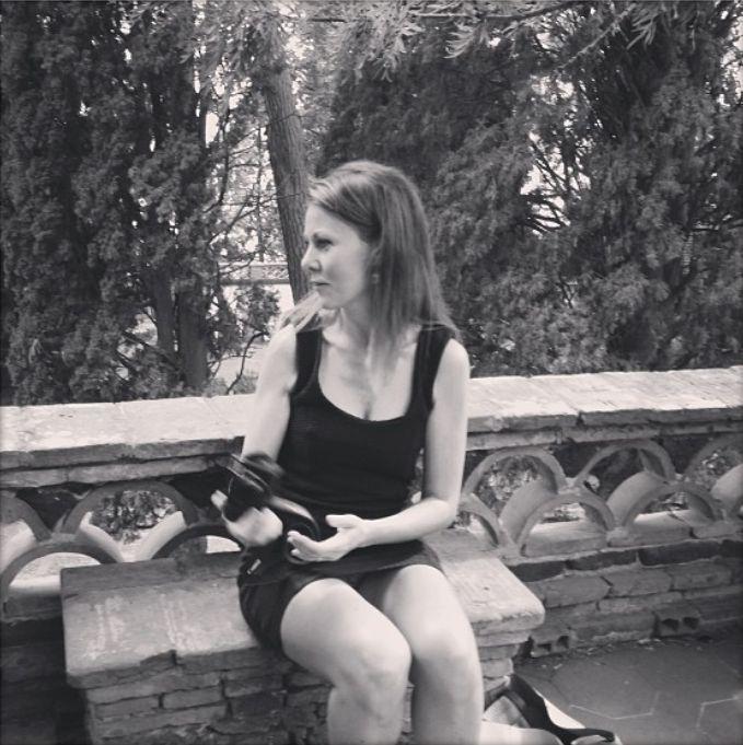Min kone på Sicilien. Jeg sørger altid for at komplimentere hende, så ofte jeg kan. Det er som regel en god investering i et parforhold- og meget udansk.