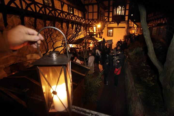 mittelalterlicher-weihnachtsmarkt-auf-der-wartburg