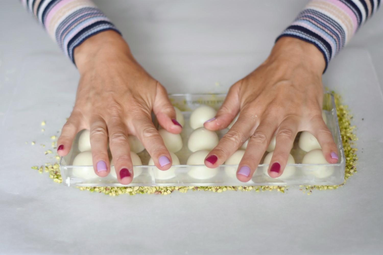 hvid-chokolade-tyrkisk-peber-pistacienodder-annemette-voss-callebaut-18