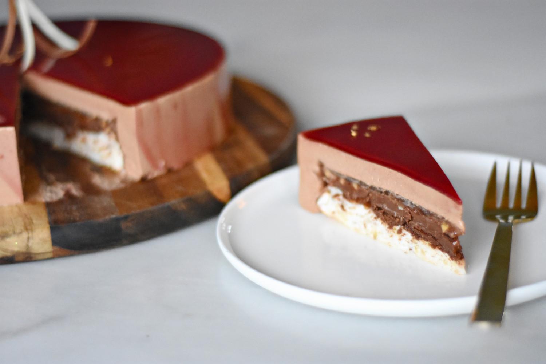 kage med chokolademousse og lime anrettet
