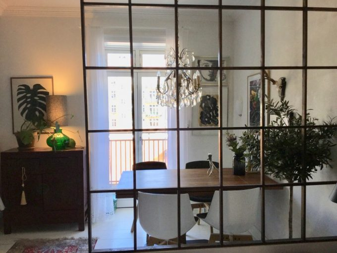 Spisebord set fra stuen