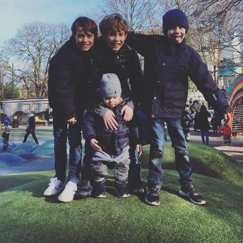 Legeplads ved Slottsparken, tror de fleste af Malmøs småbørnsfamilier var her - superhyggelig