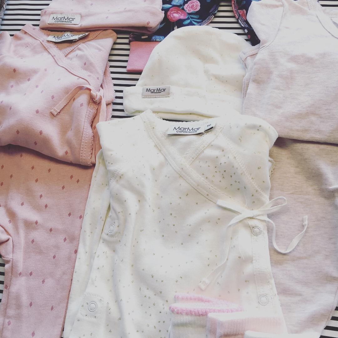 Lidt af lillesøsters tøj
