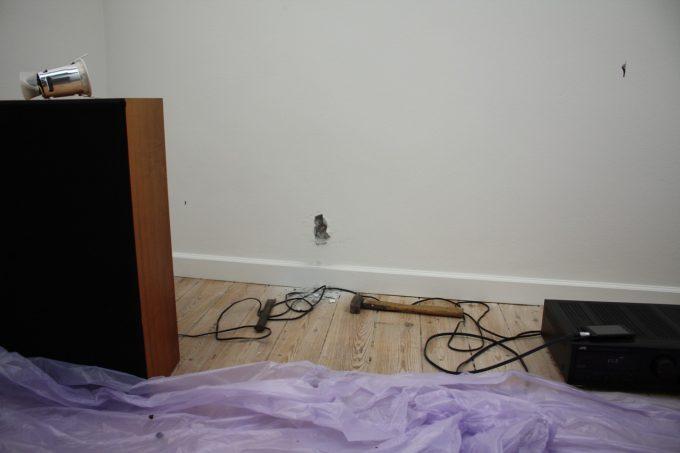 Et lille testhul kan nemt repareres, i tilfælde af at væggen ikke er sten, eller at stenene ikke er som man ønsker.