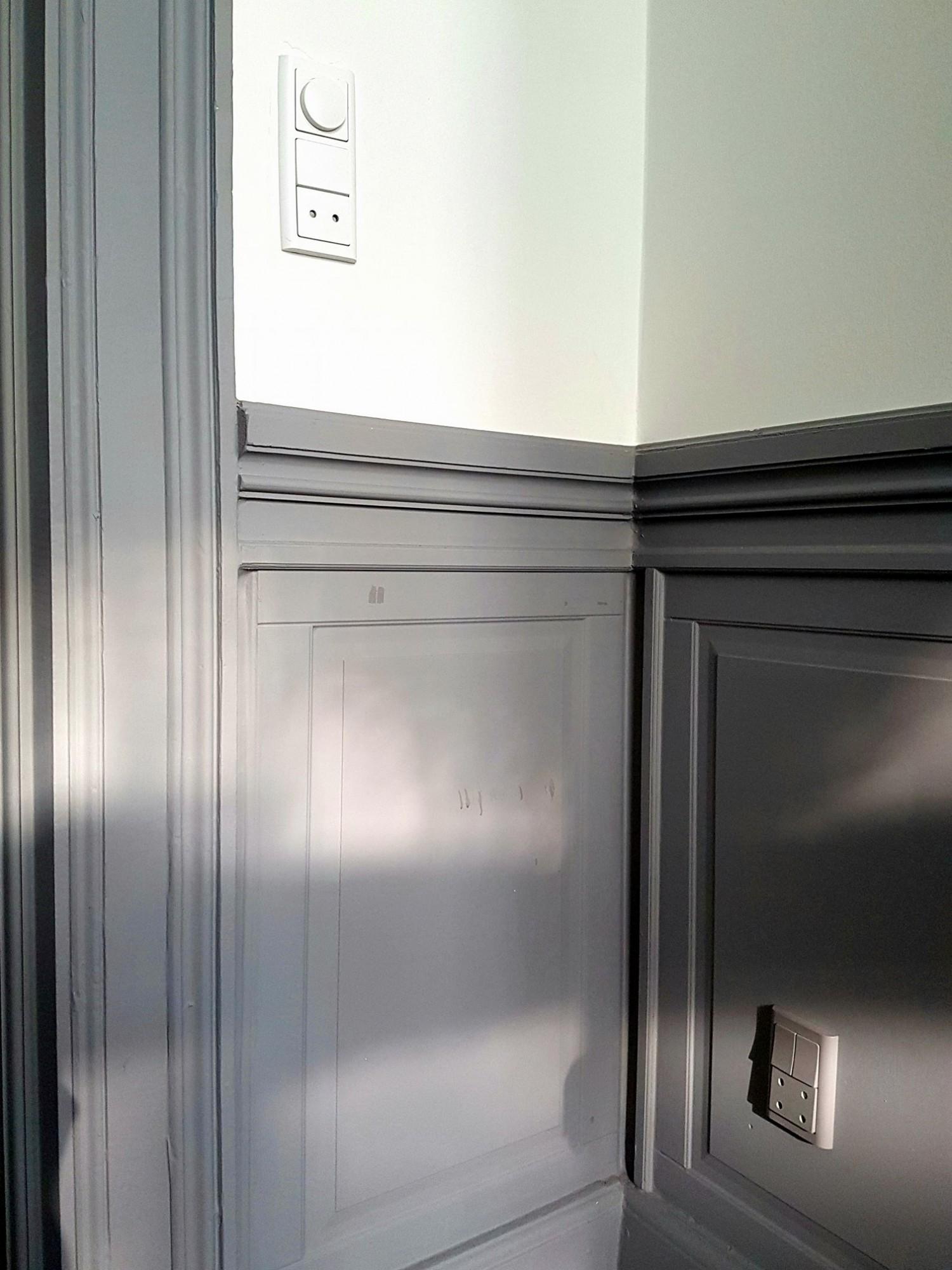 Her et godt eksempel hjemme hos mig, Grå kontakter på grå flader, og hvide kontakter på hvide flader.