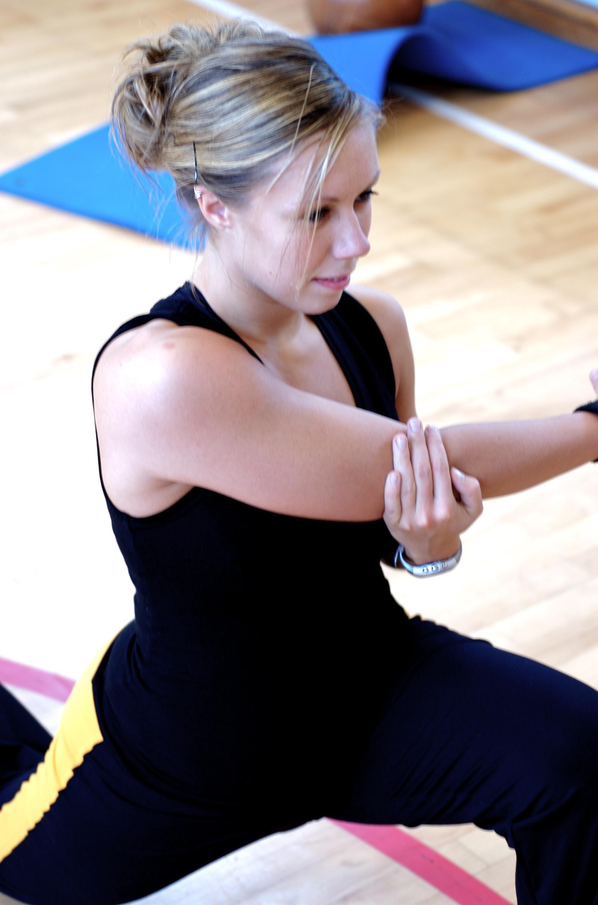 Strækøvelser skulder Kristina Sørensen Aalborg Sportshøjskole