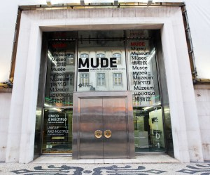 Lisboa doorway Mude