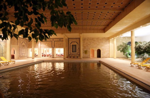 Tunesien_Sahara_Douz_hotel_termal_pool