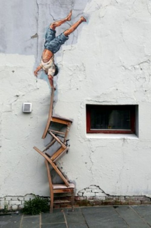 Stavanger_mural_and_chairs_street_art