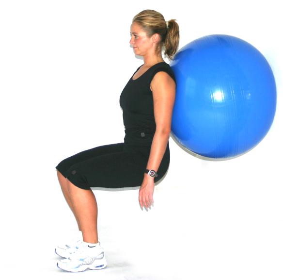 Wall sit Wall Squat med bold Skiforberedende træning skitræning CPhotography Ski Fitness
