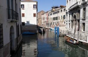 Venedig kanal og både