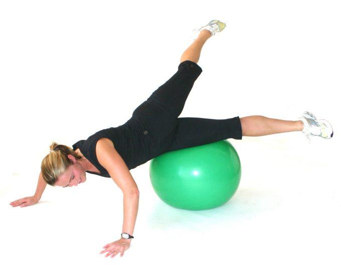 Boldtræning med stor bold swiss ball Marina Aagaard blog fitness