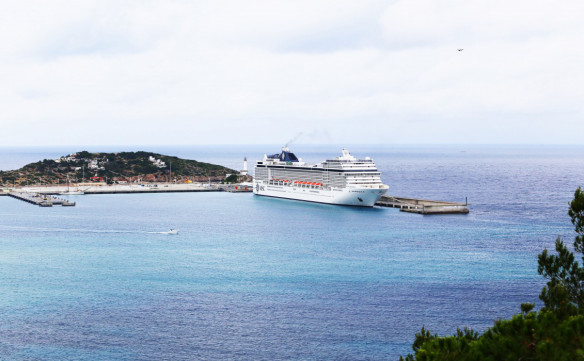 Cruise_ship_Ibiza_port_Marina_Aagaard_fitness_blog