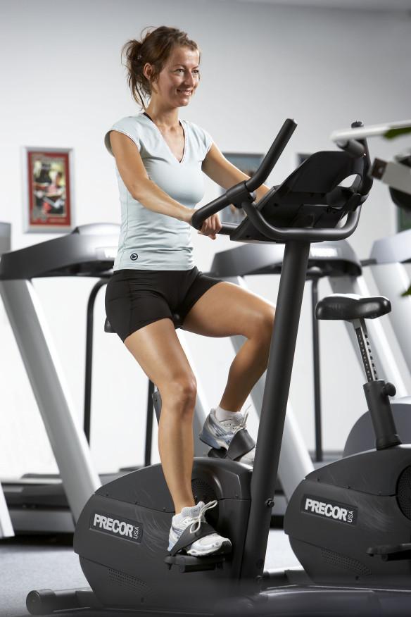 Motionscykel intervaltræning fitness Interval foto CPhotography