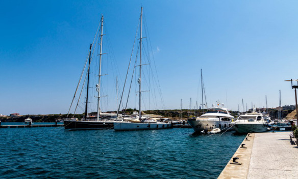 Menorca_Mao_harbour_yachts_Marina_Aagaard_fitness_blog