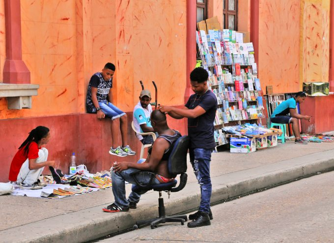 Cartagena_Colombia_street_hairdresser_Marina_Aagaard_blog_travel
