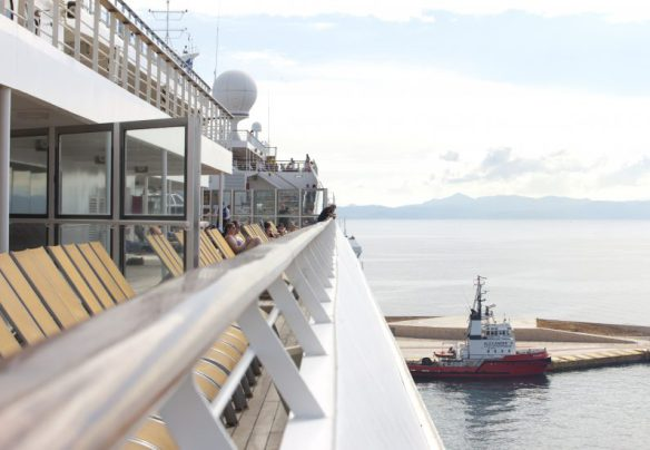 Cruise_ship_and_view_Izmir_Marina_Aagaard_blog