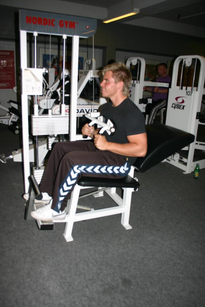 Mavetræning i fitnessmaskine Marina Aagaard blog fitness