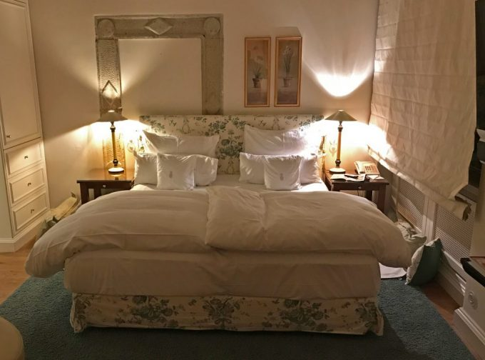Seng_Schlosshotel_Munchhausen_Hameln_Tyskland_Marina_Aagaard_blog