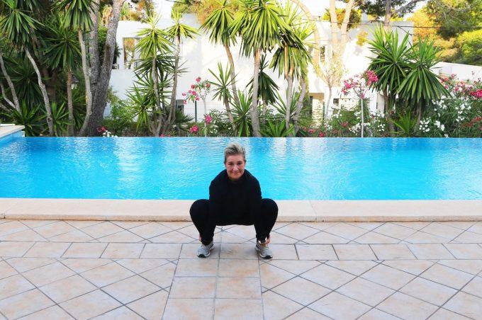Dynamic squat stretch Marina Aagaard blog fitness