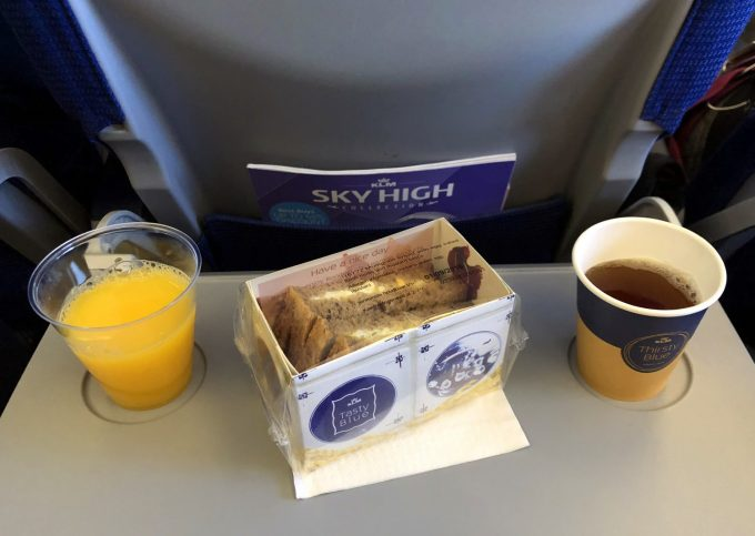 Egg_sandwich_plane_KLM_Marina_Aagaard_blog_rejse