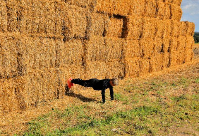 Plank_planke_fitness_horizontal_wall_Marina_Aagaard_blog