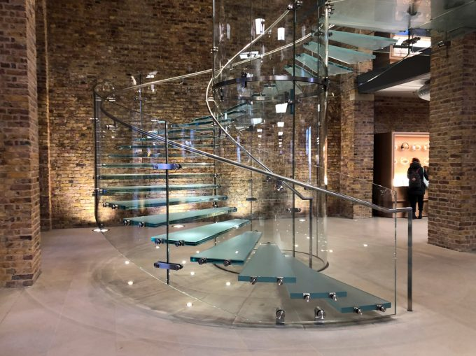 Apple_Store_stairs_Trappe_London_Marina_Aagaard_blog_Travel