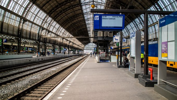 To storbyer Amsterdam Central Station Marina Aagaard blog travel rejse