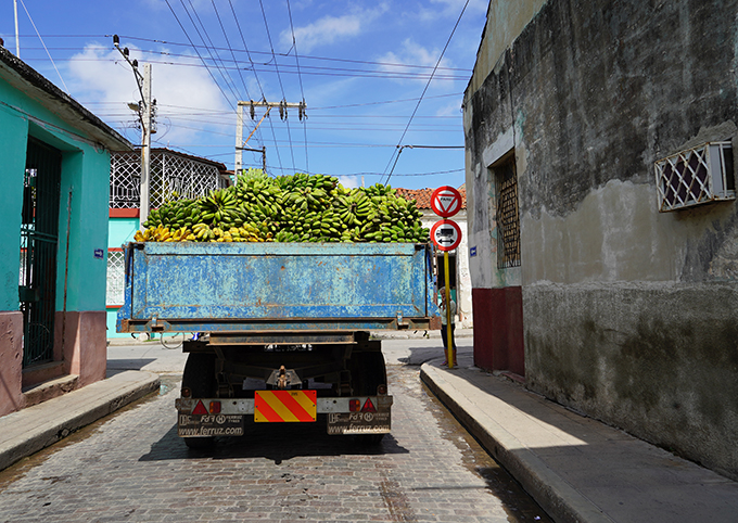 Camaguey_Truck_Bananas_Cuba_photo_Marina_Aagaard_blog_travel_rejse_foto