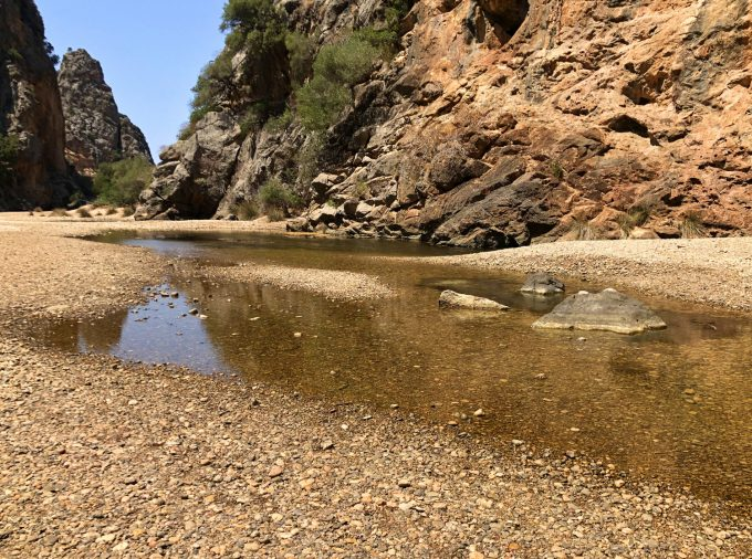 Torrent_de_Pareis_Escorca_Sa_Calobra_Mallorca_gorge_hiking_bouldering_puddle_Marina_Aagaard_blog_travel