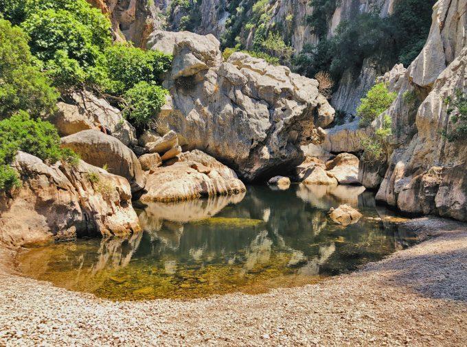 Torrent_de_Pareis_Escorca_Sa_Calobra_Mallorca_gorge_hiking_pond_puddle_Marina_Aagaard_blog_travel