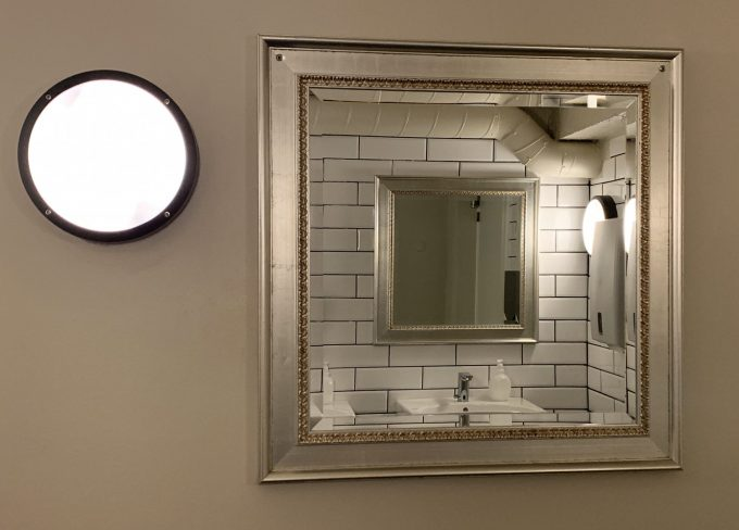 Mirror reflection bathroom Cafe Ziggy Danmark Marina_Aagaard_blog_travel_photo_rejse_foto