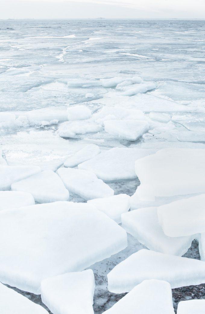 White noise ice Juha Lakaniemi Unsplash photo