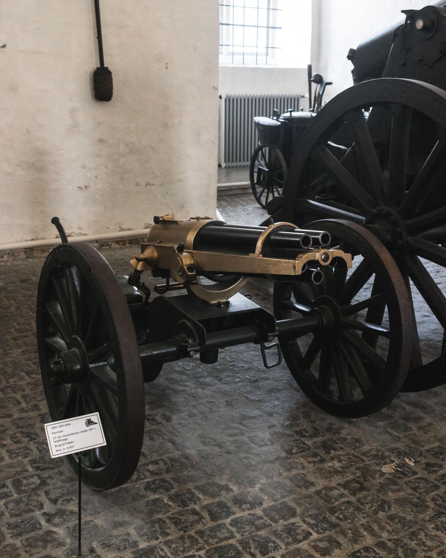 kanon på krigsmuseet