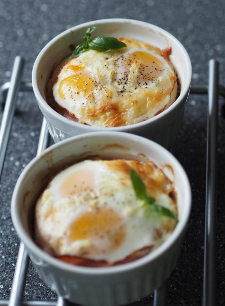 Bagt æg med serrano og krydret fyld