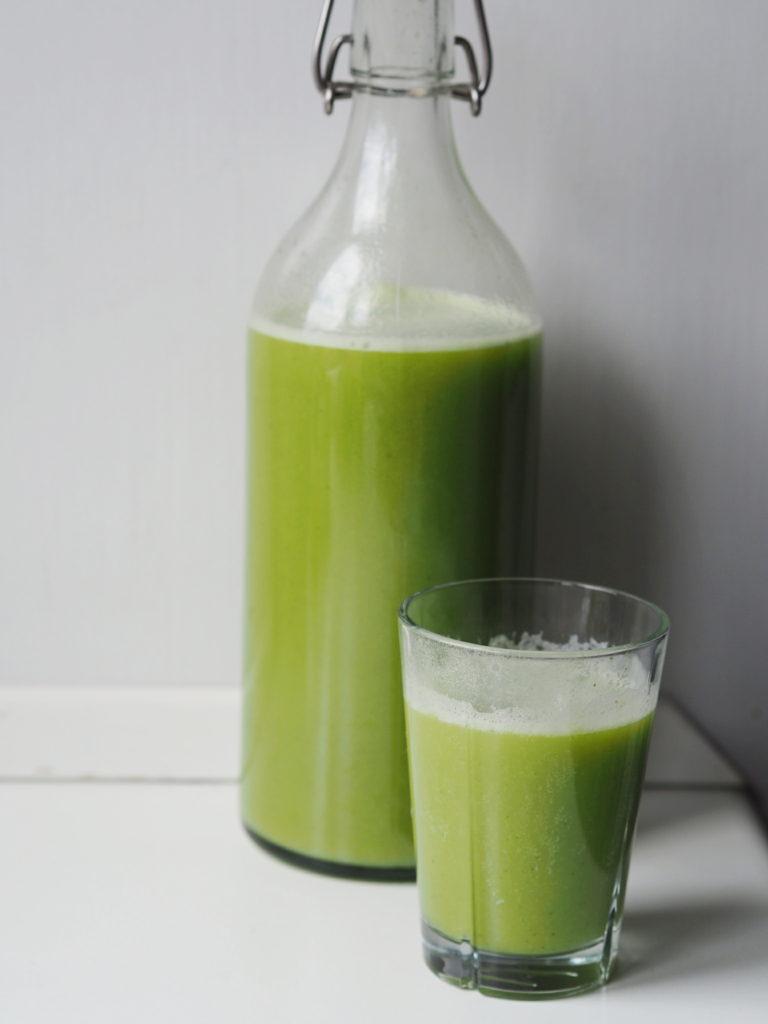 grøn juice med broccoli
